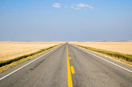 Open uitzicht van de Alberta prairies van de snelweg.