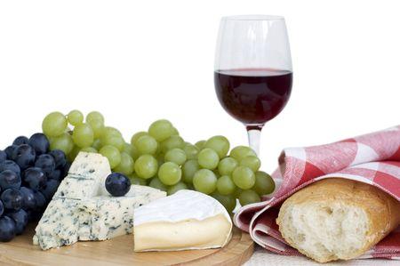 vinos y quesos: Bodeg�n con uvas, queso, pan y vino tinto