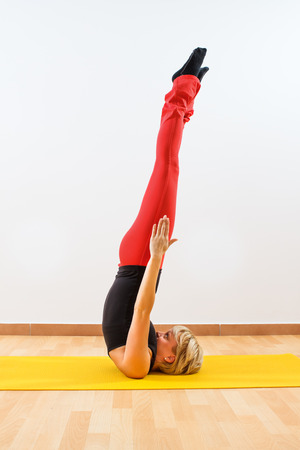 Yoga-Maha Sarvangasana Unsupported shoulderstand photo