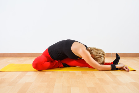 janu: Yoga-Janu Sirsasana Head-to-Knee Forward Bend Stock Photo