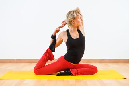 Yoga-Eka pada Rajakapotasana Pigeon posa