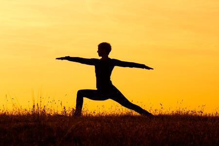 Yoga-Virabhadrasana Krieg Standard-Bild - 30137427