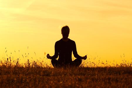 buena salud: Yoga-Ardha Padmasana de medio loto