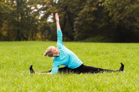 good posture: Yoga-girada del �ngulo asentado PoseUpavistha Konasana