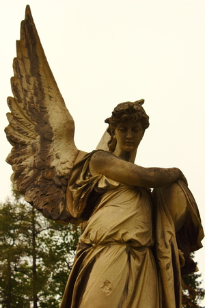 weeping angel: statue of a woman Stock Photo