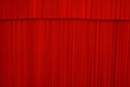 sipario chiuso: sipario teatrale di colore rosso � chiuso