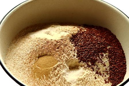 haciendo pan: especias para hacer pan Foto de archivo