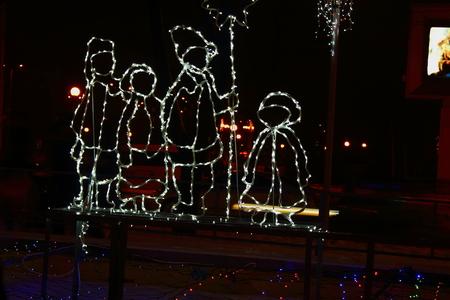 figuras humanas: Las luces de Navidad en forma de figuras humanas Foto de archivo