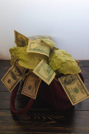 globular: bag in which the cabbage leaves with a dollar bill