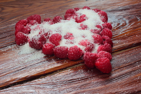 beauteous: Heart laid out from a raspberry sugar