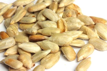 semillas de girasol: semillas de girasol primer aislado en el fondo blanco