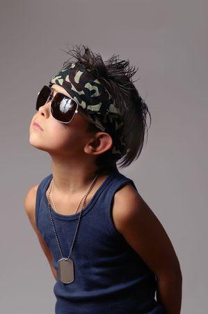 Kid militaire en bandana avec la balise de chien Banque d'images - 5567115