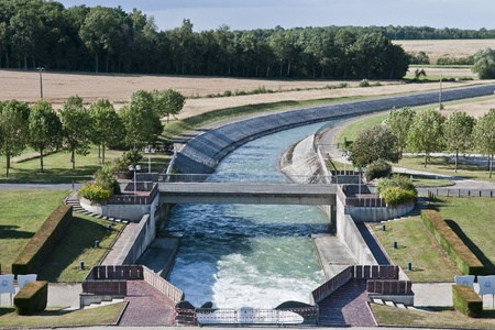 france: canal control of the seine