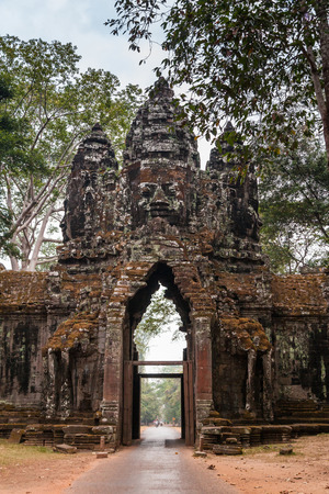 SIEM REAP - JANUARY 03, 2015: South gate to Angkor Thom complex near on January 03, 2015 in Siem Reap, Cambodia. Imagens