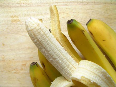 brilliant colors: Macro view of ripe bananas (brilliant colors photo)