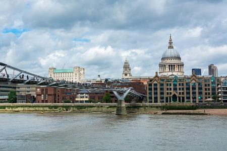 The Millennium Bridge, officiellement Known as the London Millennium Footbridge, is a steel suspension bridge for pedestrians crossing the River Thames in London, linking Bankside with the City of London.