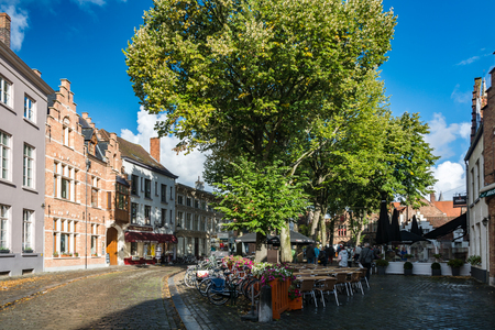 Bruges, Belgium - September 14, 2017: Bruges is the capital and largest city of the province of West Flanders. The historic city centre is a prominent World Heritage Site of UNESCO. 新聞圖片