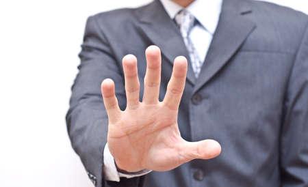 conflicto: Empresario expresando negativa con la mano abierta