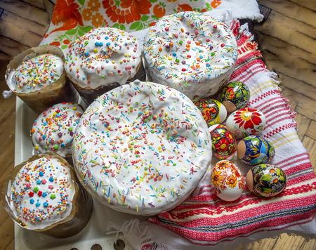 traditional Easter cake Home made and eggs Фото со стока - 75247223