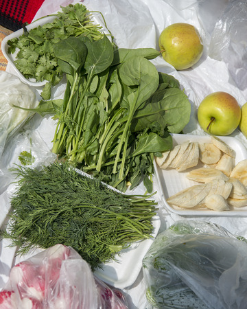 Spinach, dill, coriander radish banana and apples