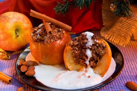 christmas pudding: Baked apple with vanilla sauce