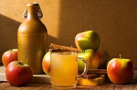 Stilleben mit Apfelwein