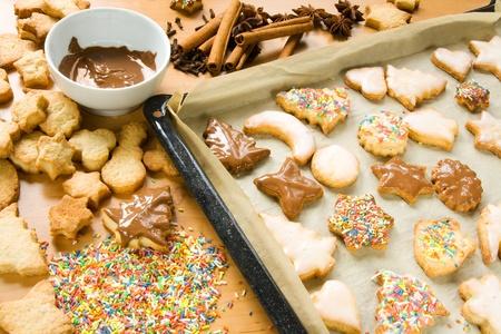 cookie sheet: Decorating Christmas cookies