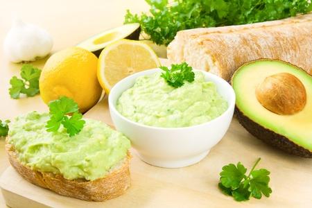 guacamole: Guacamole and bread