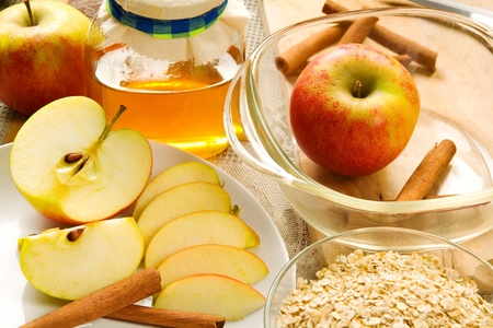 apple crumble: Ingredients for apple crumble