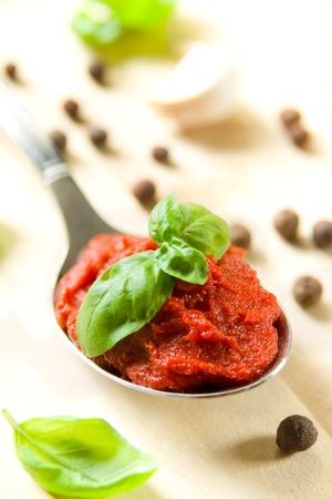 tomato paste: Tomato paste and basil