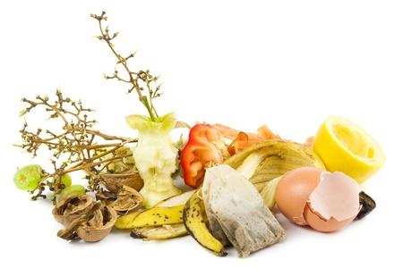 Kleine hoop van compost op wit Stockfoto