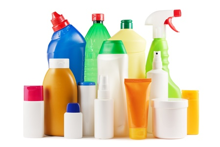 Sortiment von Kunststoff-Flaschen auf weißem Standard-Bild