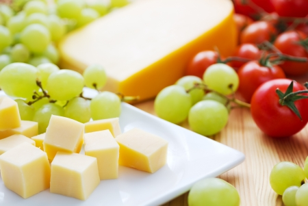cheese slices: Gouda cheese snack with grapes and tomatoes