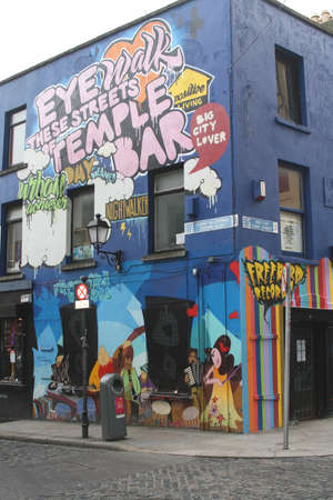 citytrip: Painted walls in the Temple Bar District in Dublin (Ireland)
