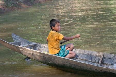 ou: A boy is canoeing at the Nam Ou river in Laos