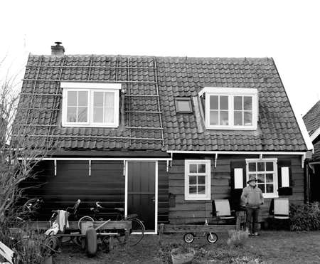 Traditional wooden house in the village Marken near Amsterdam Stock Photo - 17808942
