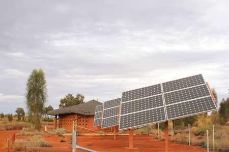 ahorro energetico: Paneles solares en el desierto rojo