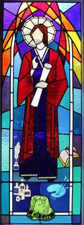 ルーク: 聖ルカと 2013 年 4 月 17 日ステンド グラスの窓