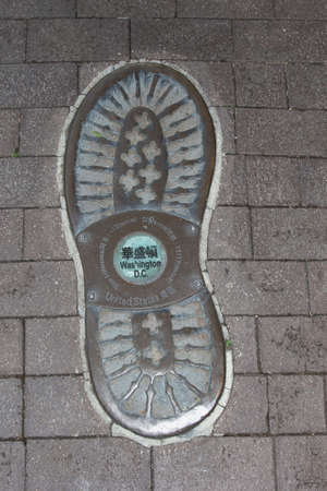 globetrotter: Footprint of a globe-trotter who is traveling to Washington DC in the United States