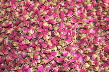 eau: Dried pink roses are used for tea and for medical purposes