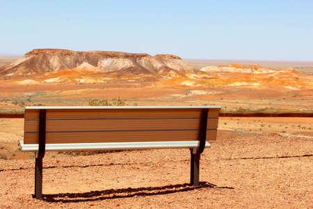 aborigen: Punto de vista con un banco en las escapadas, Australia del Sur