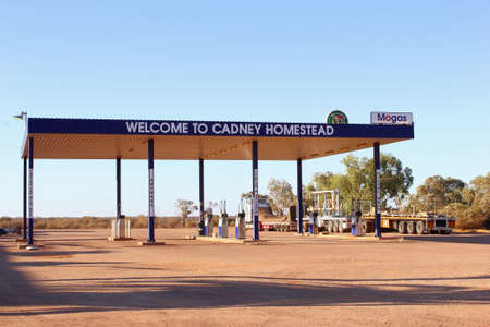 petrol powered: Stuart Highway, South Australia, December 2015 Cadney Homestead Roadhouse With a petrol station along the Stuart Highway A87 with powered sites for caravans and camper vans, motel, food and swimming pool in the Australian Outback