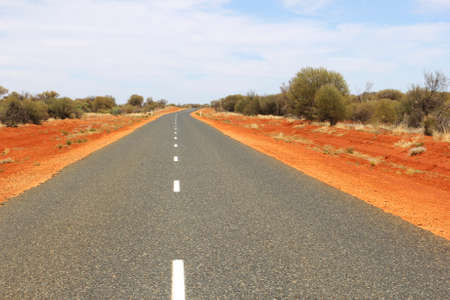 ayers: Lasseter Highway to Uluru Ayers Rock and Kata Tjuta National Park Stock Photo