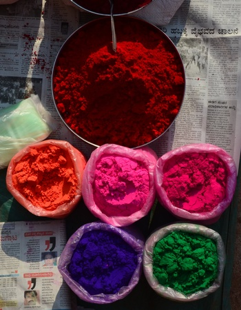 Multicoulored powder