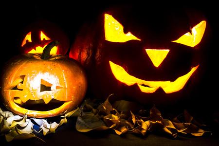 black jack: Halloween. Jack O Lantern on the black with leaves.