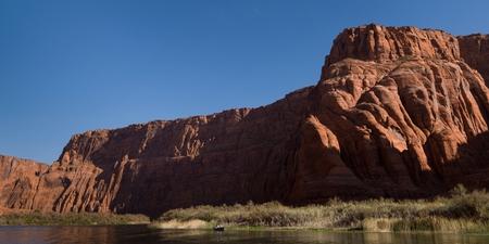 Sandstone cliffs, Glen Canyon National Recreation Area, Colorado River Float Trip, Colorado River, Arizona-Utah, USA 스톡 콘텐츠