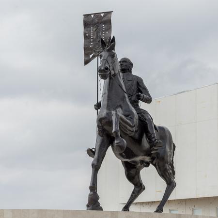 乗馬像の低角図、ロスオリボス、ドロレス・イダルゴ、グアナファト、メキシコ 写真素材