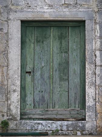 Primo piano della porta di legno chiusa, Perast, Montenegro