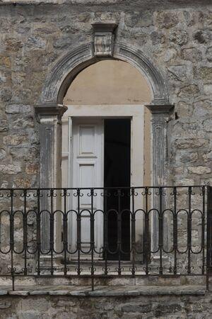 Entrance of a building, Budva, Montenegro 版權商用圖片