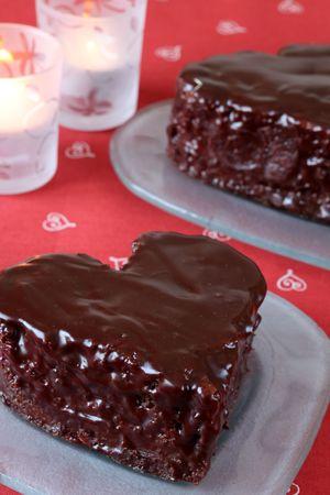 Pasteles de chocolate y velas en forma de corazón  Foto de archivo - 6335641